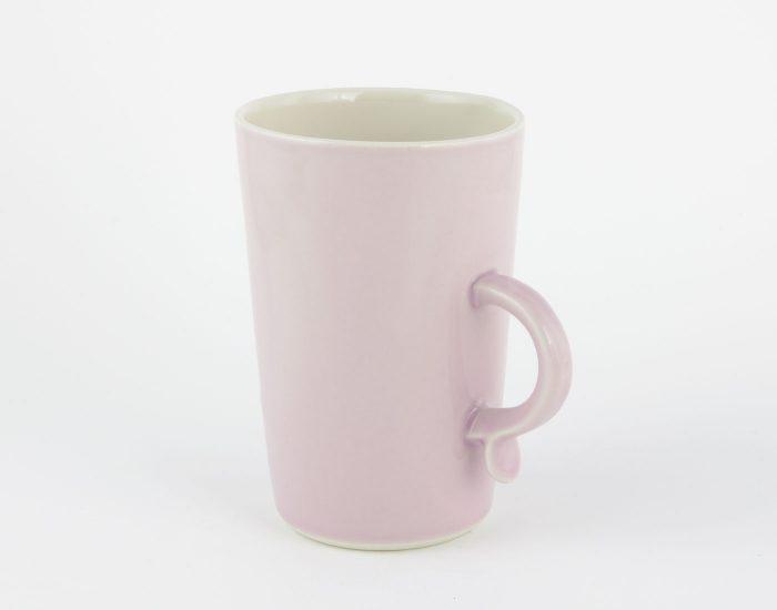 große lila Tasse