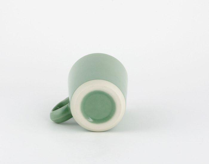 Dunkelgrüne mittlere Tasse